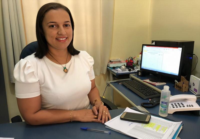Diretora da unidade de ensino, Jacyone Pereira de Sousa